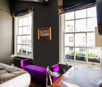 Scrivania camera da letto. Notting Hill, Londra. 2015, foto di Xavier Béjot | maii-interiors.com