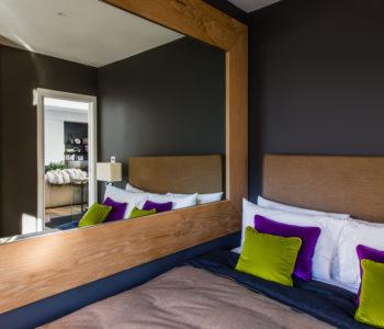Specchio camera da letto. Notting Hill, Londra. 2015, foto di Xavier Béjot | maii-interiors.com