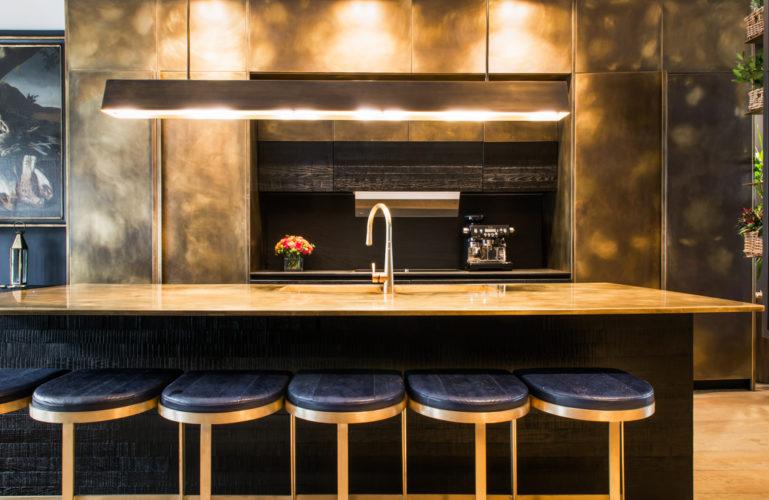 Banco lavoro cucina. Campden Hill Road, Londra. 2017, foto di Xavier Béjot   maii-interiors.com