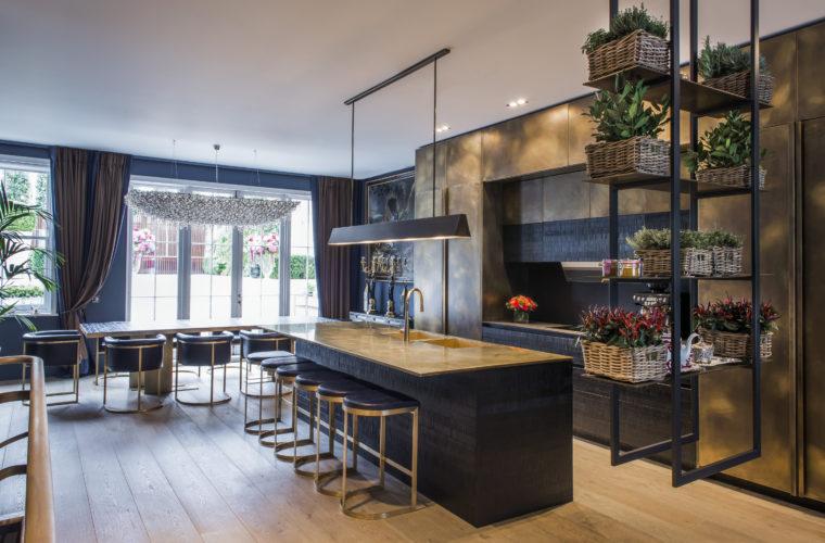 Cucina. Campden Hill Road, Londra. 2017, foto di Xavier Béjot   maii-interiors.com