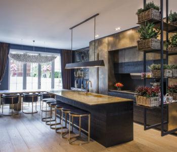 Cucina. Holland Park 1, Londra. 2017, foto di Xavier Béjot | maii-interiors.com