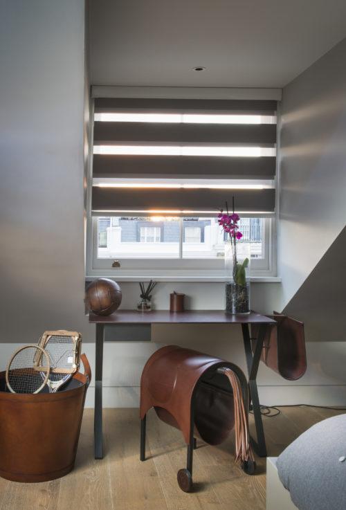 Scrivania. Campden Hill Road, Londra. 2017, foto di Xavier Béjot   maii-interiors.com