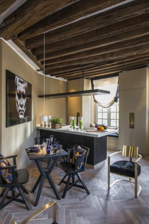 Cucina. Lavandieres, Notre Dame, Parigi. 2017, foto di Xavier Béjot | maii-interiors.com