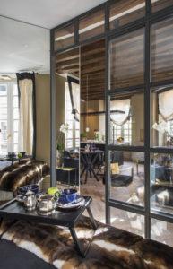Camera da letto. Lavandieres, Notre Dame, Parigi. 2017, foto di Xavier Béjot | maii-interiors.com