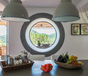 Finestra. Monte Argentario, Toscana 2015, foto di Xavier Béjot | maii-interiors.com