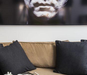 Dettaglio divano. Notting Hill, Londra. 2015, foto di Xavier Béjot | maii-interiors.com